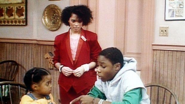 Theo (Malcolm-Jamal Warner, r.) und Denise (Lisa Bonet, M.) versuchen, Rudy (...