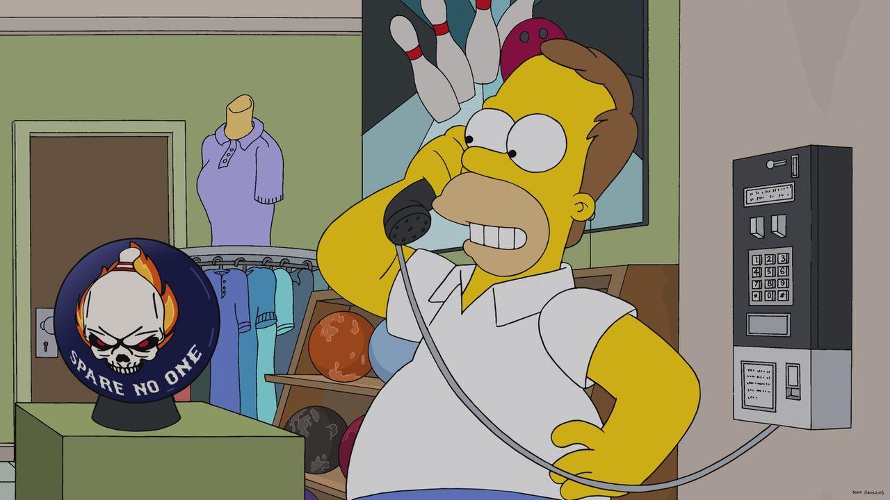 In jungen Jahren war Homer zu leichtfertig: Statt seine Apple-Aktien zu halten, verkaufte er sie und gab das Geld völlig sinnlos für eine Bowlingkug... - Bildquelle: 2013 Twentieth Century Fox Film Corporation. All rights reserved.
