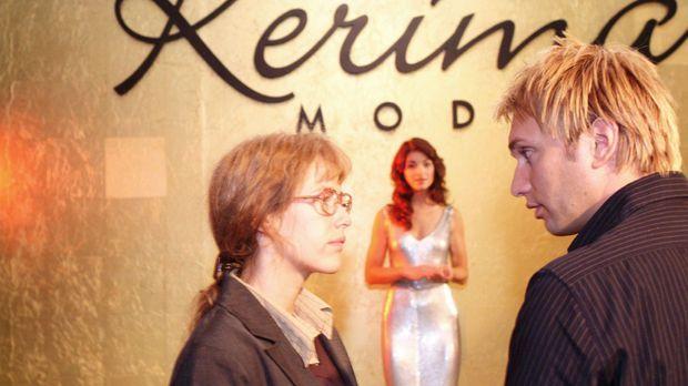 Lisa (Alexandra Neldel, l.) bereitet mit Marc (Jean-Marc Birkholz, r.), dem F...