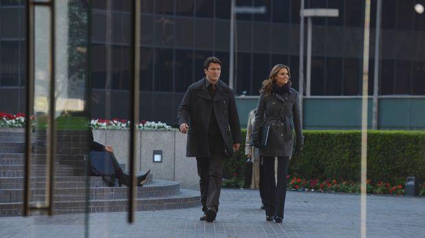 Ein neuer Fall wartet auf Beckett (Stana Katic, r.) und Castle (Nathan Fillio...