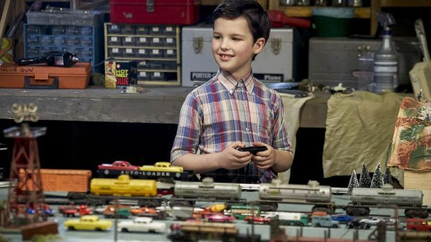 Young Sheldon mit Modelleisenbahn