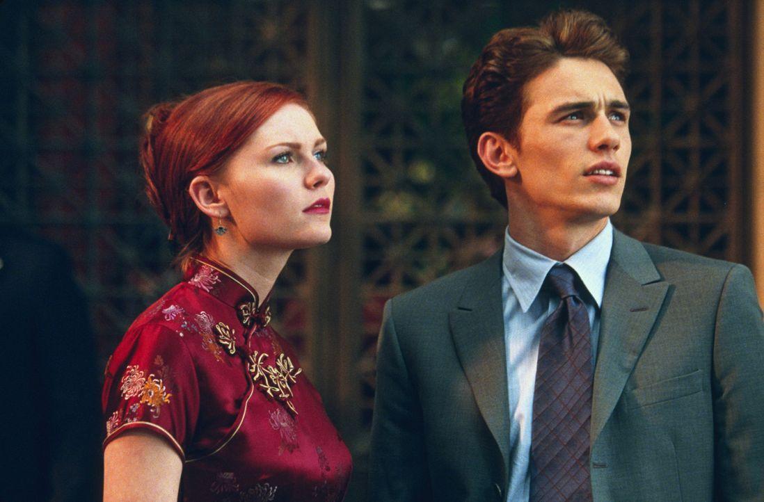 Können kaum glauben, was sie da gerade sehen: Harry Osborn (James Franco, r.) und Mary Jane Watson (Kirsten Dunst, l.) - Bildquelle: 2003 Sony Pictures Television International