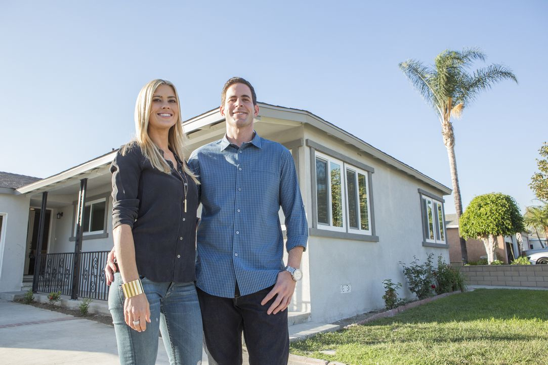 Eine neue Renovierung steht an. Haben sich Christina (l.) und Tarek (r.) dieses Mal für das falsche Haus entscheiden? - Bildquelle: Gilles Mingasson 2014,HGTV/Scripps Networks, LLC. All Rights Reserved