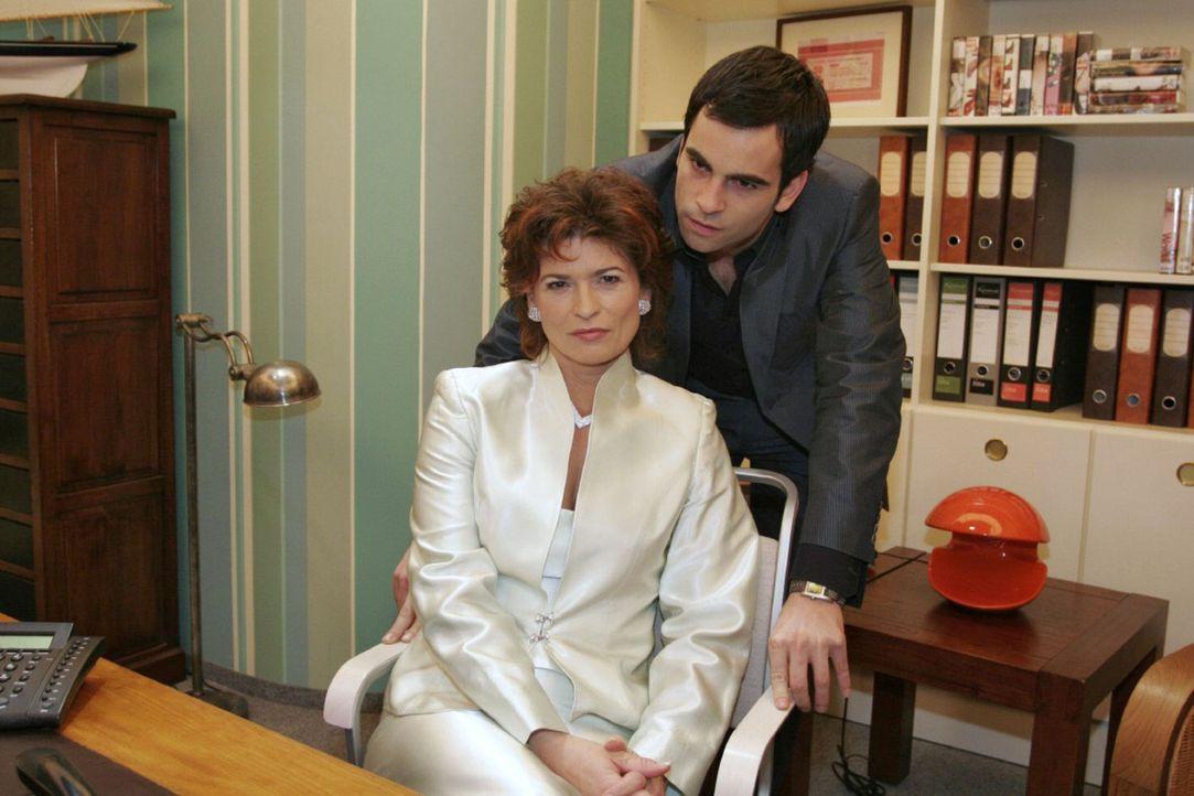 David (Mathis Künzler, r.) macht Sophie (Gabrielle Scharnitzky, l.) unmissverständlich klar, dass sie sich nicht in seine und Lisas Angelegenheiten... - Bildquelle: Noreen Flynn Sat.1