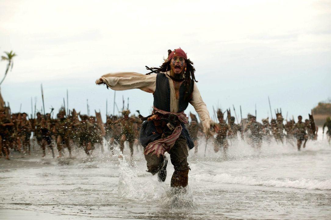 Steckt wie gewöhnlich in Schwierigkeiten: Captain Jack Sparrow (Johnny Depp) ... - Bildquelle: Peter Mountain Disney Enterprises, Inc.  All rights reserved