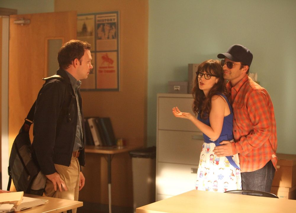 Nick (Jake Johnson, r.) denkt, dass Edgar (Nathan Corddry, l.), ein Schüler aus Jess' (Zooey Deschanel, M.) Schreibkurs, ein potenzieller Killer ist... - Bildquelle: 2012 Twentieth Century Fox Film Corporation. All rights reserved.