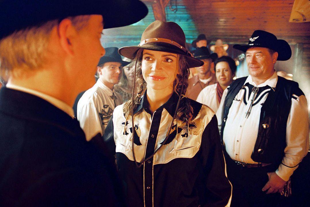Sandra (Rebecca Immanuel) singt im Countryclub, und zwar nur für Felix. - Bildquelle: Hardy Spitz Sat.1