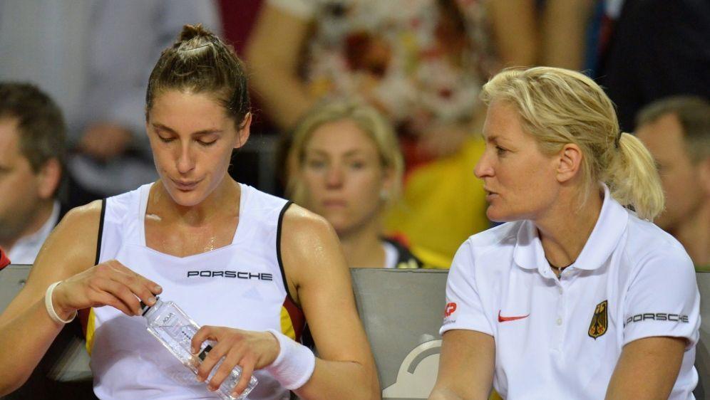 Andrea Petkovic (l.) und Fed-Cup-Chefin Barbara Rittner - Bildquelle: PIXATHLONPIXATHLONSID