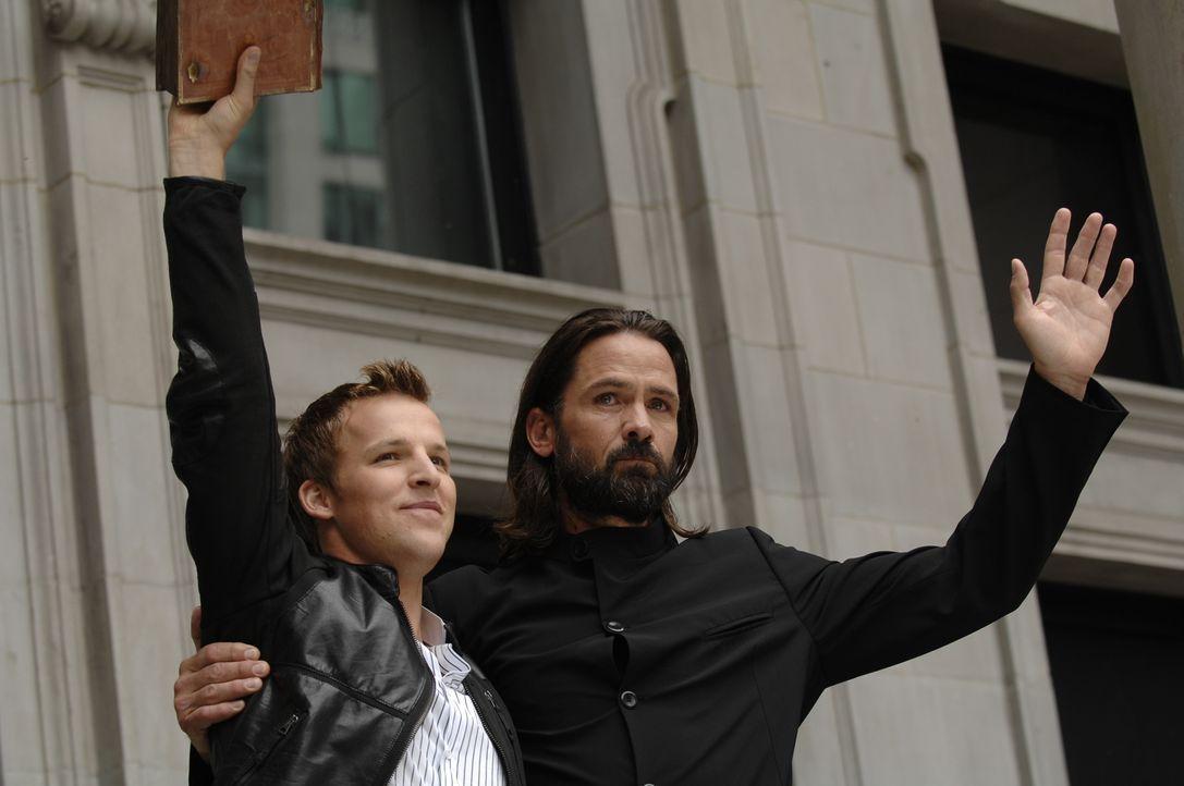 Noch ahnen Kyle (Chad Faust, l.) und Jordan (Billy Campbell, r.) nicht, welche Folgen Dannys Fähigkeit für alle Gezeichneten haben wird ... - Bildquelle: Alan Zenuk Viacom Productions Inc.