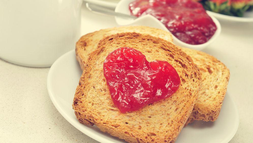 Ideen für den Valentinstag: Frühstück im Bett | SAT.1 Ratgeber