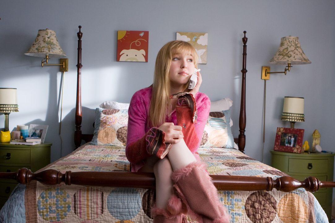 Bemüht sich um die Gunst der Clique, doch diese tut alles, um Claire (Ellen Marlow) auszuschließen. Da kommt dem Mädchen eine Idee ... - Bildquelle: 2008 Warner Bros.