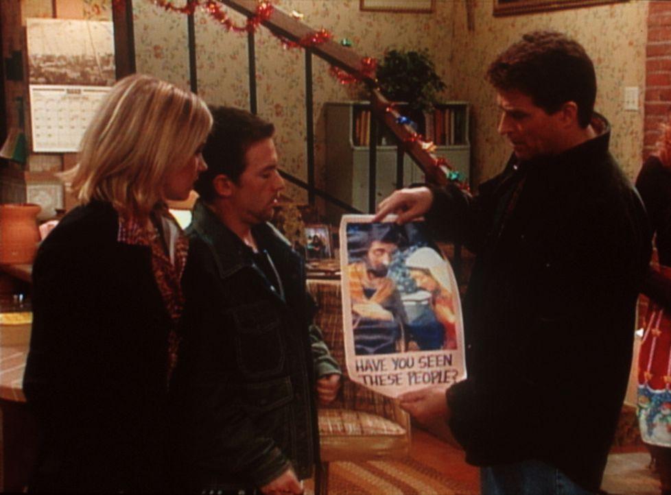 Ausgerechnet die Diebe Kelly (Christina Applegate, l.) und Bud (David Faustino, M.) fordern Jefferson (Ted McGinley, r.) zur Fahndung nach seinen ve... - Bildquelle: Sony Pictures Television International. All Rights Reserved.