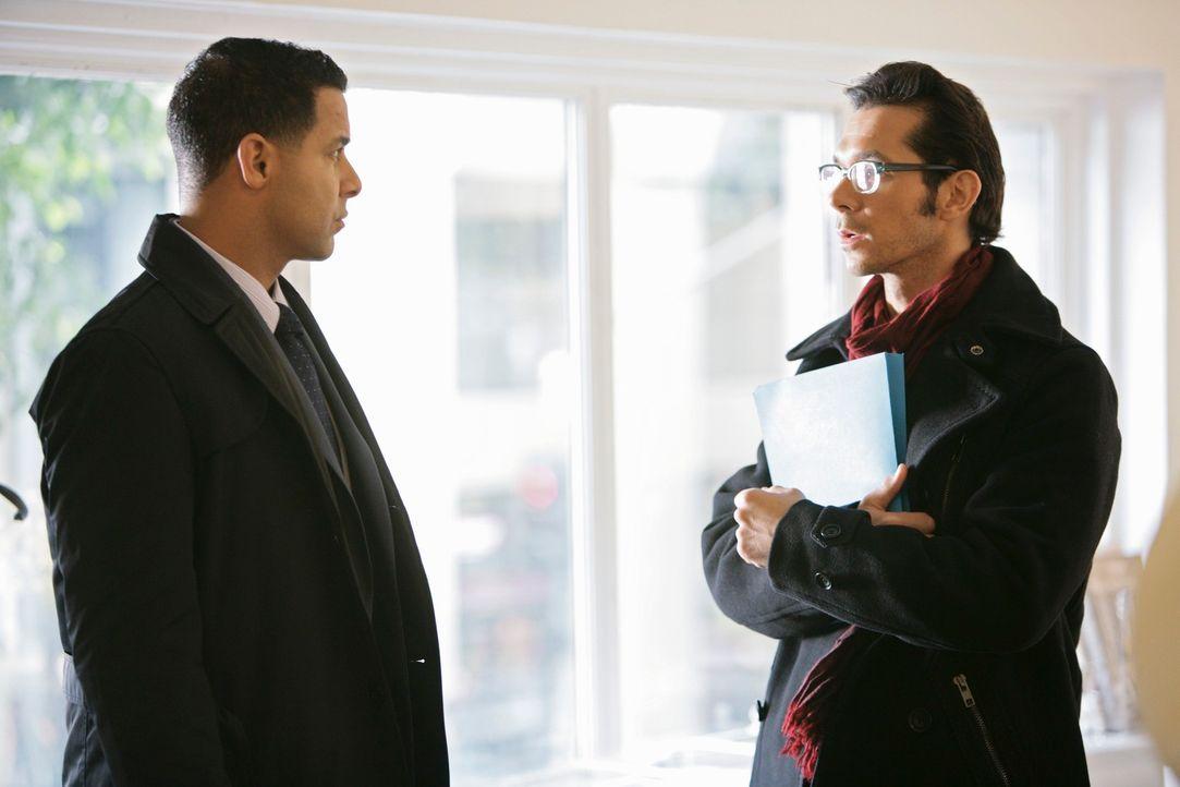 Bei den Ermittlungen stößt Javier Esposito (Jon Huertas, l.) auf Ungereimtheiten. Kann der Assistent Darius Langley (John Paul Pitoc, r.) Licht ins... - Bildquelle: ABC Studios