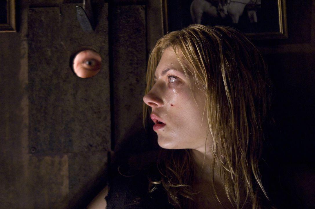 Kann Tabitha (Katheryn Winnick, r.) dem irren Clown (Keir O'Donnell, l.) noch entkommen? - Bildquelle: 2009 Warner Bros.