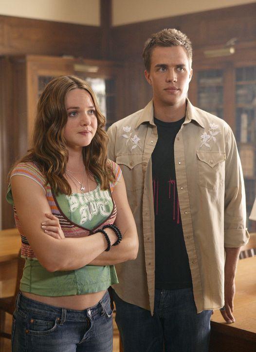 Lori (April Matson, l.) und Declan (Chris Olivero, r.) beschließen, Kyle zu helfen. Gemeinsam fahren sie zur Universität nach Washington, um herau... - Bildquelle: TOUCHSTONE TELEVISION