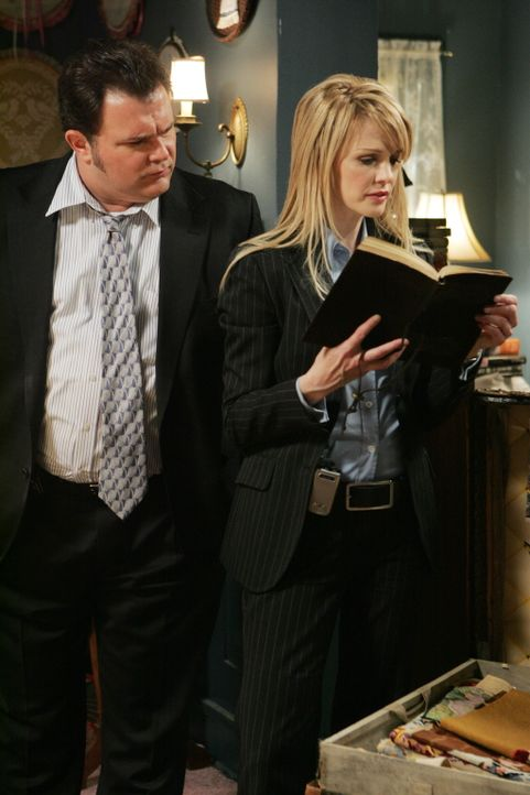 Nehmen einen nie gelösten Fall wieder auf: Nick Vera (Jeremy Ratchford, l.) und Lilly Rush (Kathryn Morris, r.) ... - Bildquelle: Warner Bros. Television