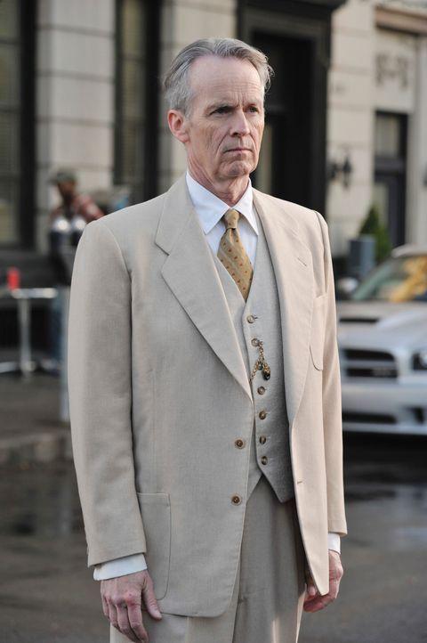 Ein Geist (David Clennon), einer der so genannten Beobachter, taucht auf ... - Bildquelle: ABC Studios