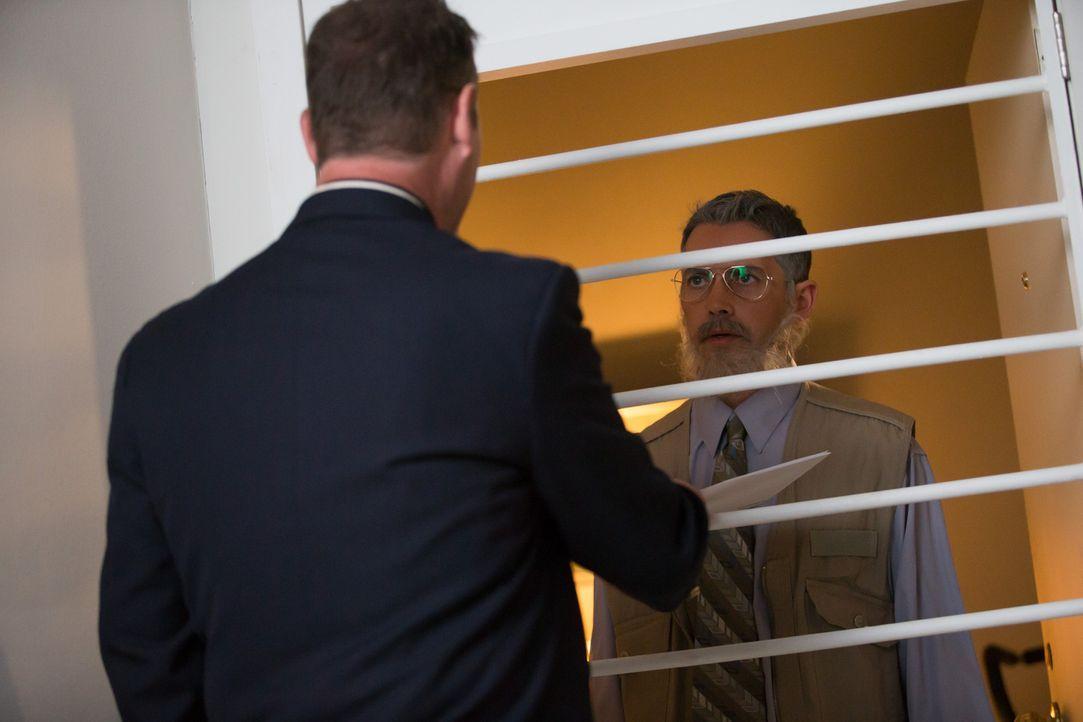 Auf der Flucht: Privatdedektiv Steve Rambam (Randy Starr, l.) spürt Jesse Hilsen (Louis Adams, r.)  in Südafrika auf und übergiebt ihm die Ausliefer... - Bildquelle: 2014 CINEFLIX (INVESTIGATORS) INC.