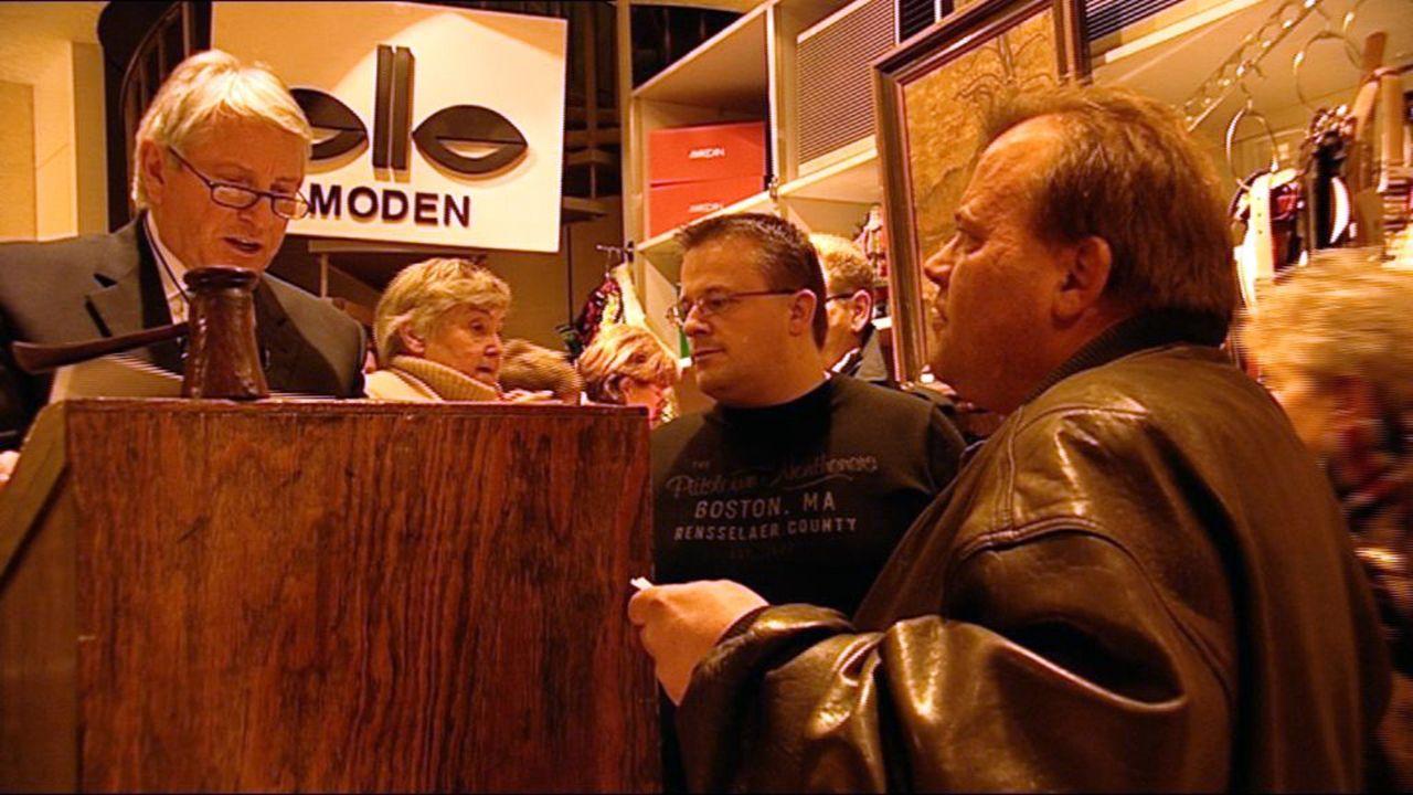 Ob Restpostenhändler, Ramschkönig oder Auktionator - in Zeiten der Wirtschaftskrise verdienen sie sich eine goldene Nase. Denn immer mehr Leute müss... - Bildquelle: SAT.1