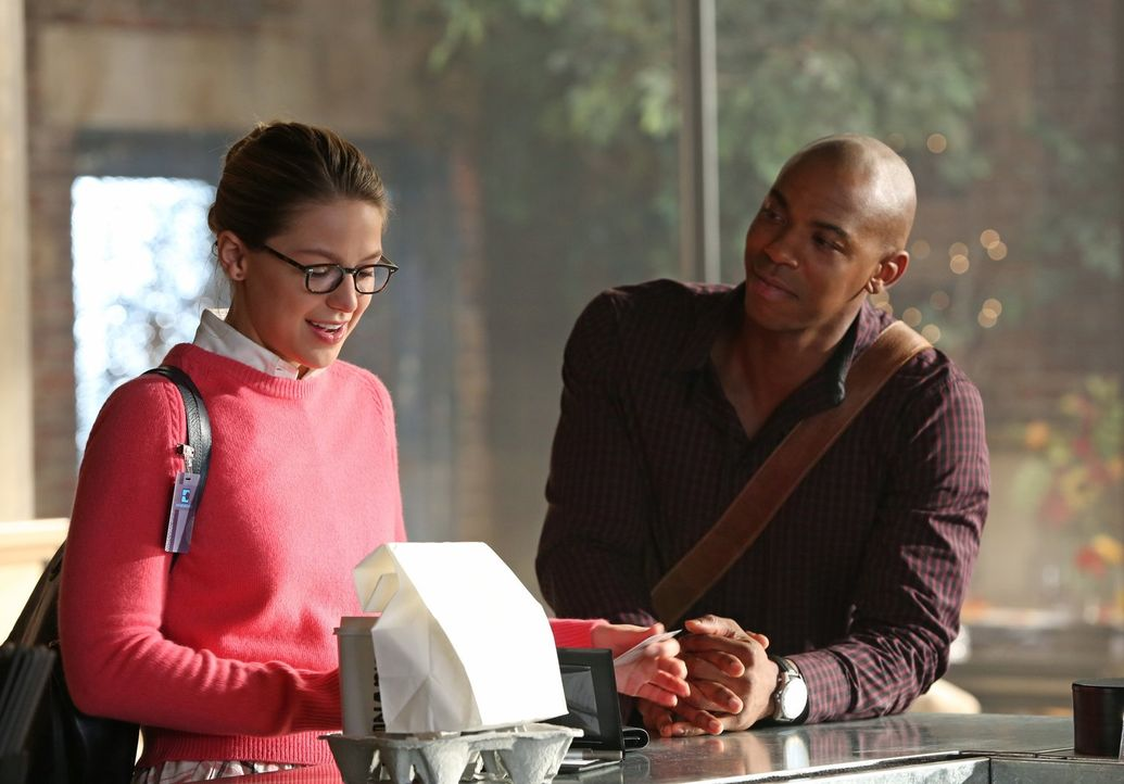 Die Beziehung, die Jimmy (Mehcad Brooks, r.) mit seiner Freundin Lucy hat, ist nicht nur schmerzlich für Kara (Melissa Benoist, l.), weil sie selber... - Bildquelle: 2015 Warner Bros. Entertainment, Inc.