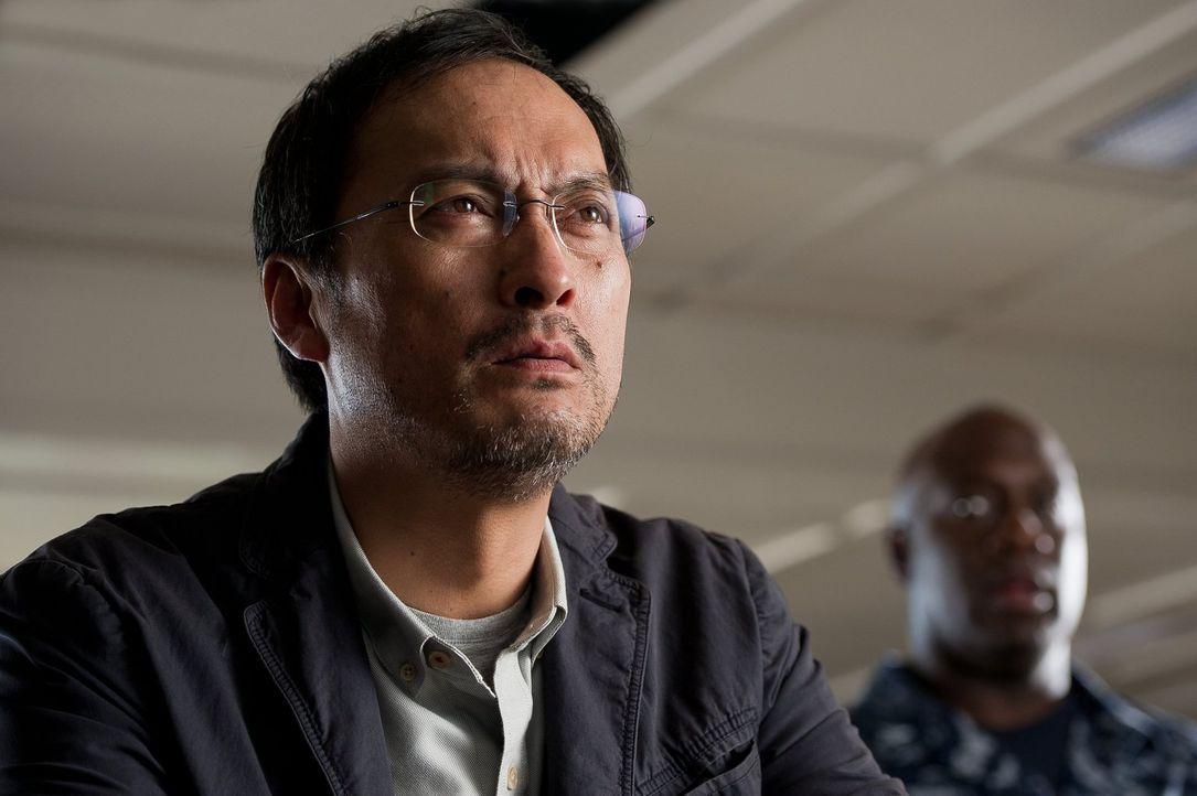 Während das Militär fest davon überzeugt ist, dass Godzilla Böses plant, ahnt Dr. Ichiro Serizawa (Ken Watanabe), dass diese Riesenechse die Macht h... - Bildquelle: 2014   Warner Bros.