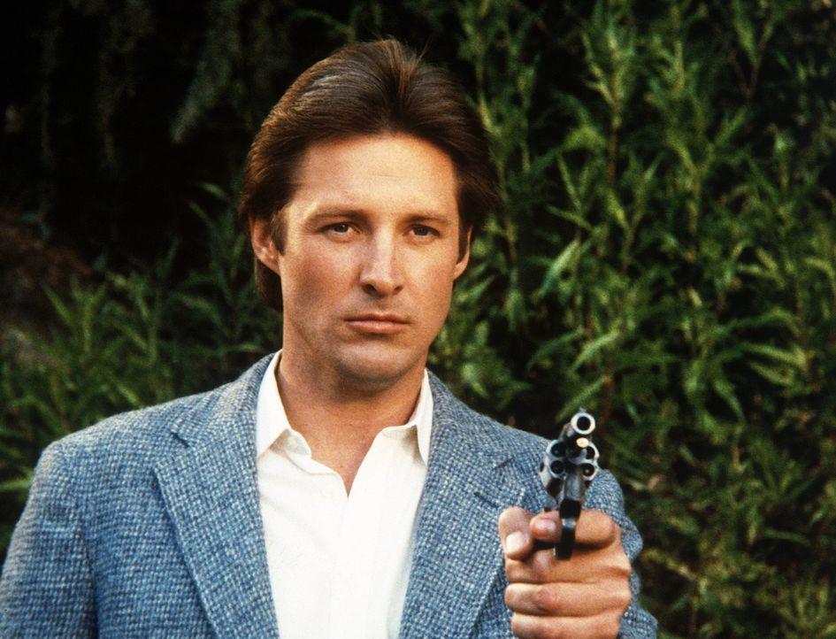 Lee (Bruce Boxleitner) zielt mit dem Revolver auf Amanda. Will er seine Kollegin tatsächlich töten?