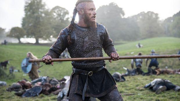 Ragnar (Travis Fimmel) und seine Krieger marschieren in Richtung König Egbert...