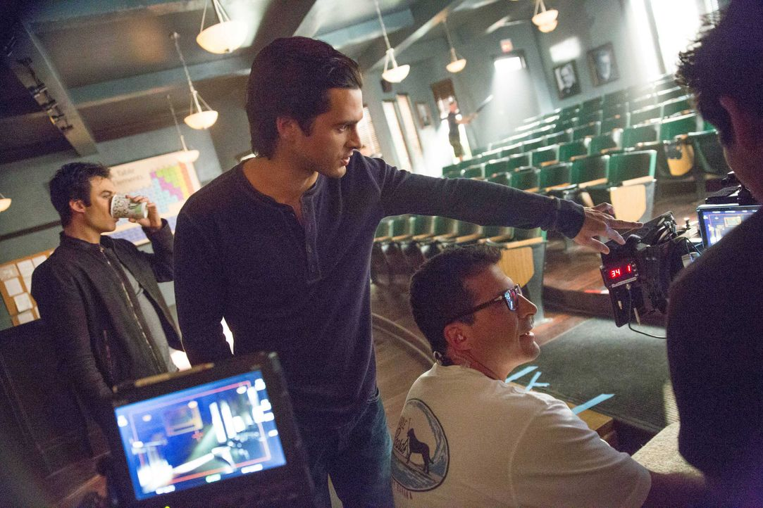 Vampire Diaries, Staffel 5: Behind the Scenes mit Ian und Michael - Bildquelle: Warner Bros. Entertainment Inc.