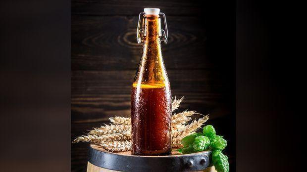 Eine Bierflasche mit Bügelverschluss