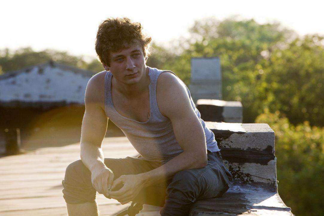 Lip (Jeremy Allen White) ist nach Karens Hochzeit, mit dem sexabhängigen Jody, am Boden zerstört ... - Bildquelle: 2010 Warner Brothers