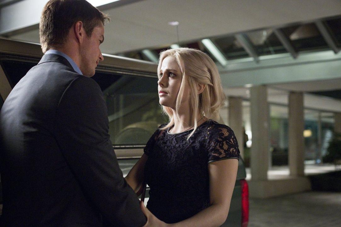 Liv (Rose McIver, r.) wird bewusst, dass Major (Robert Buckley, l.) und sie wirklich nur gute Freunde sind  ... - Bildquelle: Warner Brothers