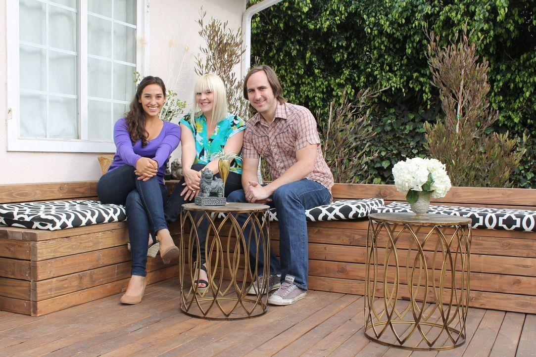 Nachdem Maggie (M.) und Michael (r.) mit der Renovierung des Hauses fertig sind, wollen sie sich jetzt ihrem Garten widmen und hoffen auf wunderbare... - Bildquelle: 2014, DIY Network/Scripps Networks, LLC. All Rights Reserved.