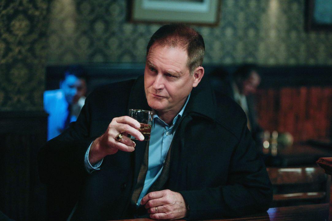 Zu Franks Entsetzen wird bei dem ehemaligen Astronauten Pete Seabrook (Brian Kerwin) aus einem Drink meist ein Besäufnis ... - Bildquelle: Craig Blankenhorn 2013 CBS Broadcasting Inc. All Rights Reserved.