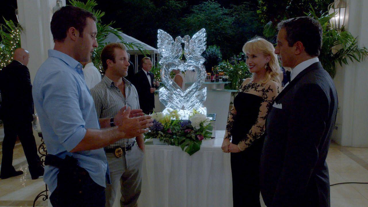 Während Kono und Adam immer noch um ihr Leben kämpfen, müssen Steve McGarrett (Alex O'Loughlin, l.) und Danny Williams (Scott Caan, 2.v.l.) einen ne... - Bildquelle: 2013 CBS BROADCASTING INC. All Rights Reserved.