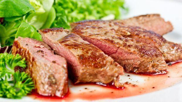 Gegrilltes Lammfleisch auf dem Teller