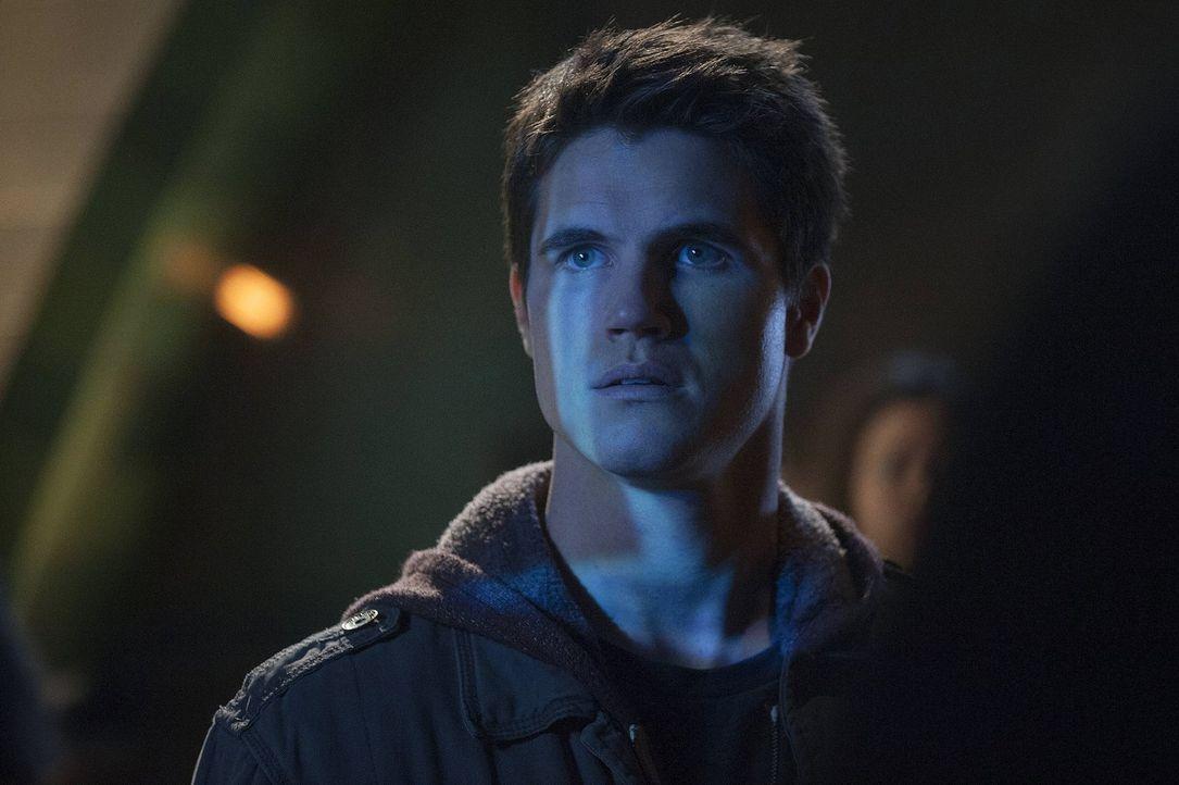 Eigentlich möchte Stephen Jameson (Robbie Amell) nur ein ganz normaler Teenager sein, doch immer wieder passieren unerklärliche Dinge mit ihm ... - Bildquelle: Warner Bros. Entertainment, Inc