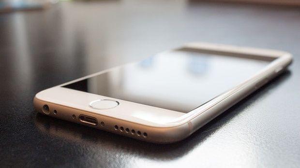 iphone-liegend