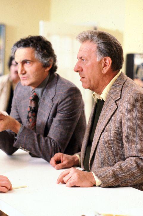 Vertreten Danny Tovo (Val Bisoglio, l.) und Quincy (Jack Klugman, r.) die gleiche Meinung? - Bildquelle: Universal Pictures