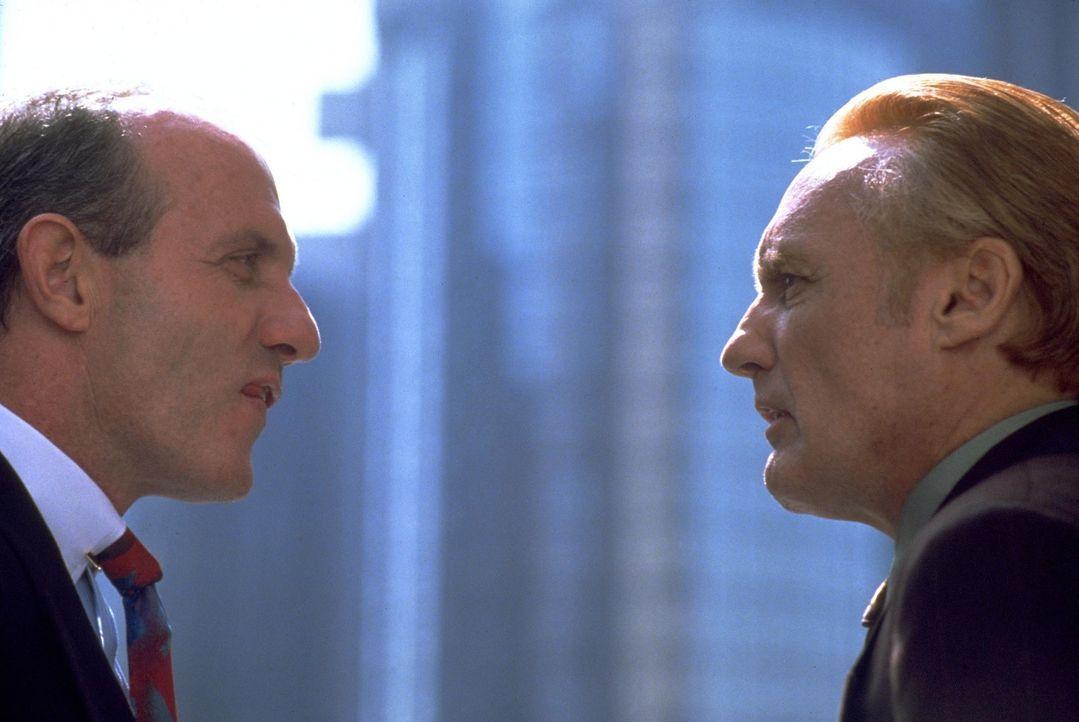 Der glücklose Falschgeldeintreiber Red (Dennis Hopper, r.) bekommt Schwierigkeiten mit der Mafia ... - Bildquelle: Warner Bros.