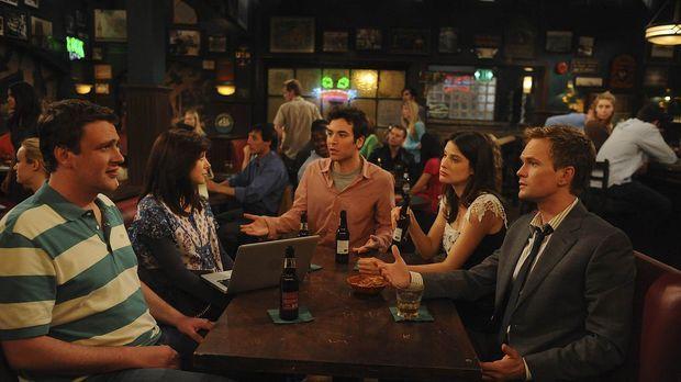 Versuchen Robin (Cobie Smulders, 2.v.r.) ein Geheimnis zu entlocken: Ted (Jos...
