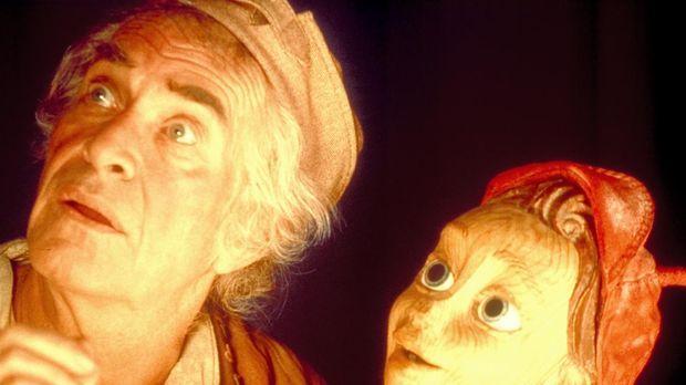 Als der einsame Holzschnitzer Gepetto (Martin Landau, l.) eine neue Marionett...