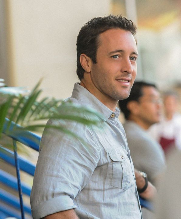 Muss einen neuen Mordfall aufdecken: Steve (Alex O'Loughlin) ... - Bildquelle: 2013 CBS Broadcasting, Inc. All Rights Reserved.