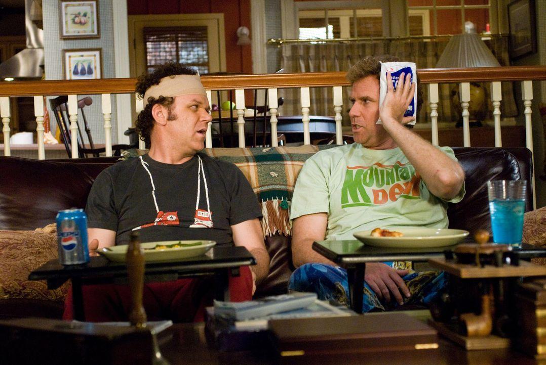 Tragen im Bruderkampf ordentliche Blessuren davon: Brennan (Will Ferrell, r.) und Dale (John C. Reilly, l.) ... - Bildquelle: 2008 Columbia Pictures Industries, Inc. and Beverly Blvd LLC. All Rights Reserved.