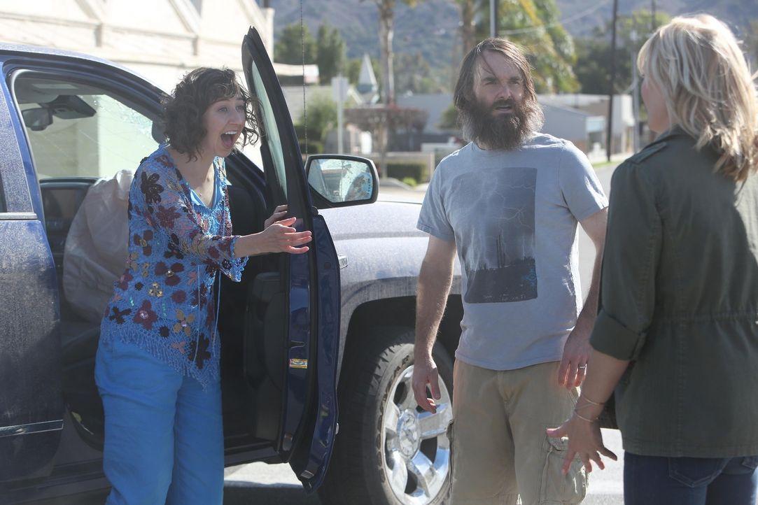 Als die hübsche Melissa (January Jones, r.) in Tucson auftaucht, bereut Phil (Will Forte, M.) sofort die Hochzeit mit Carol (Kristen Schaal, l.) ... - Bildquelle: 2015 Fox and its related entities.  All rights reserved.