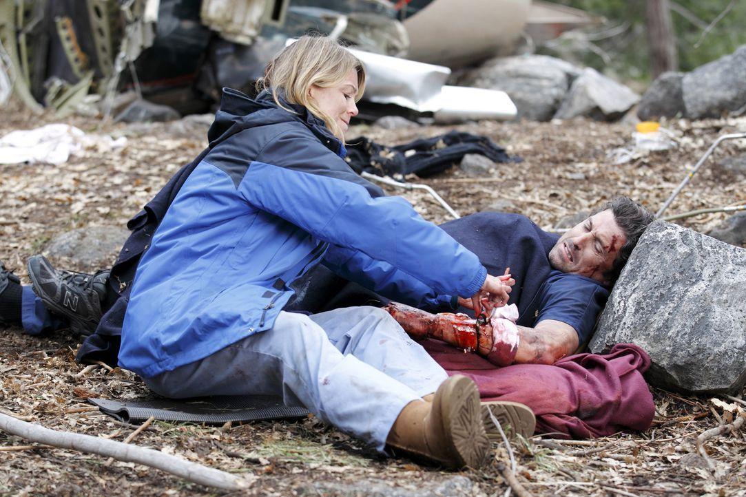 Der Flugzeugabsturz fordert Opfer - doch Meredith (Ellen Pompeo, l.) gibt nicht auf und kämpft verzweifelt um das Leben von Derek (Patrick Dempsey,... - Bildquelle: Touchstone Television