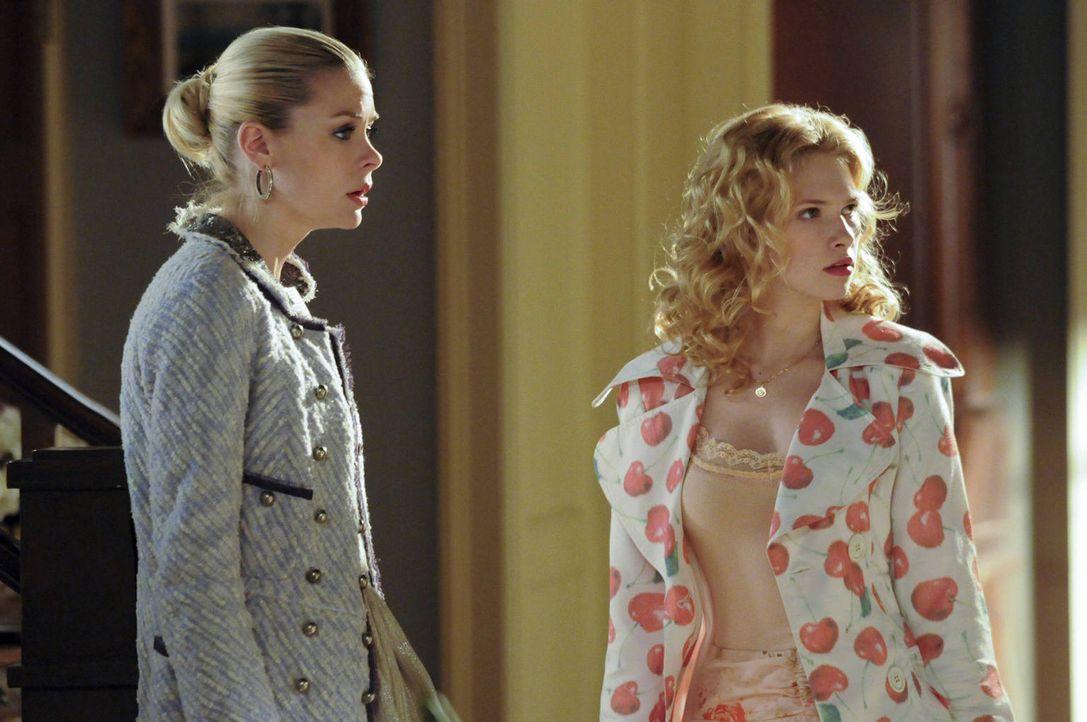 Noch glaubt Lemon (Jaime King, l.) an einen langweiligen Junggesellinnenabschied, aber Magnolia (Claudia Lee, r.) hat andere Pläne ... - Bildquelle: Warner Bros.