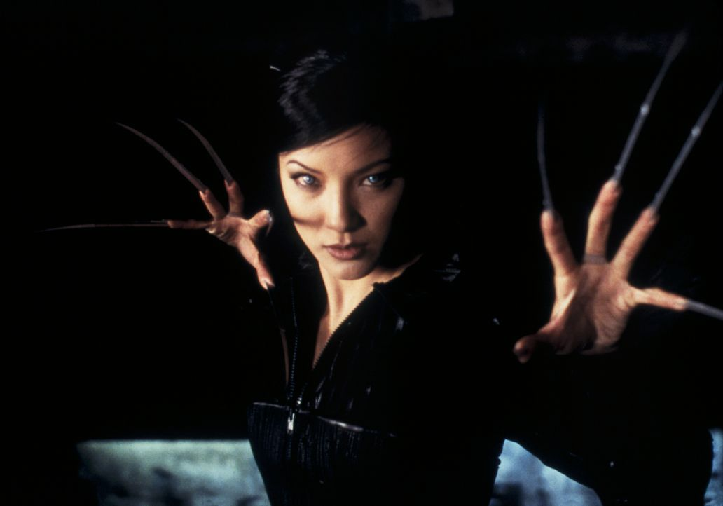 Sie wurde von Gerneal Stryker erschaffen und als tödliche Waffe eingesetzt: Lady Deathstrike (Kelly Hu) ... - Bildquelle: 20th Century Fox International Television