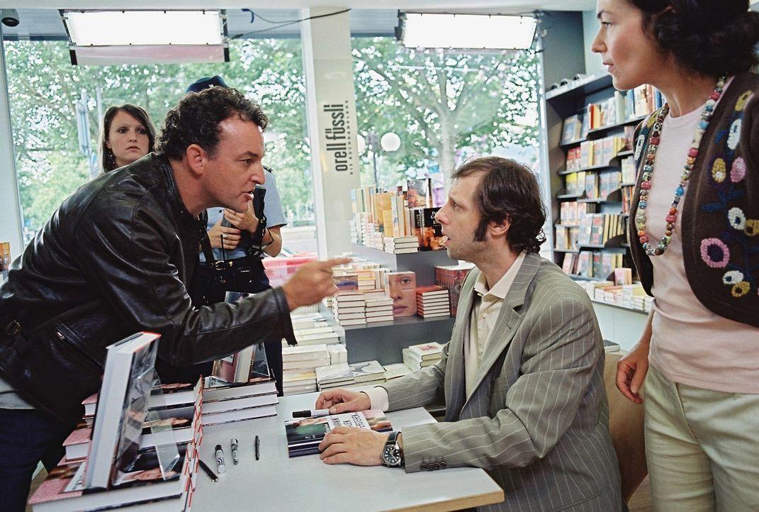 Dank der zufälligen Hilfe von Mike (Marco Rima, l.) schafft es Gregor (Oliver Korittke, r.), seinen Ratgeber fertig zu stellen. Doch die Freundscha... - Bildquelle: Buena Vista