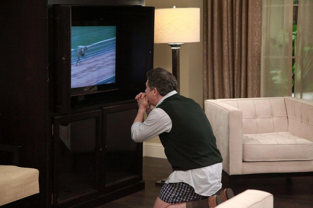 George gewinnt auf einer Charity-Veranstaltung im Chatswin Country Club eine Reise nach Atlantic City und lädt Noah, Fred, Tom und Alex ein, mitzuk... - Bildquelle: Warner Bros. Television