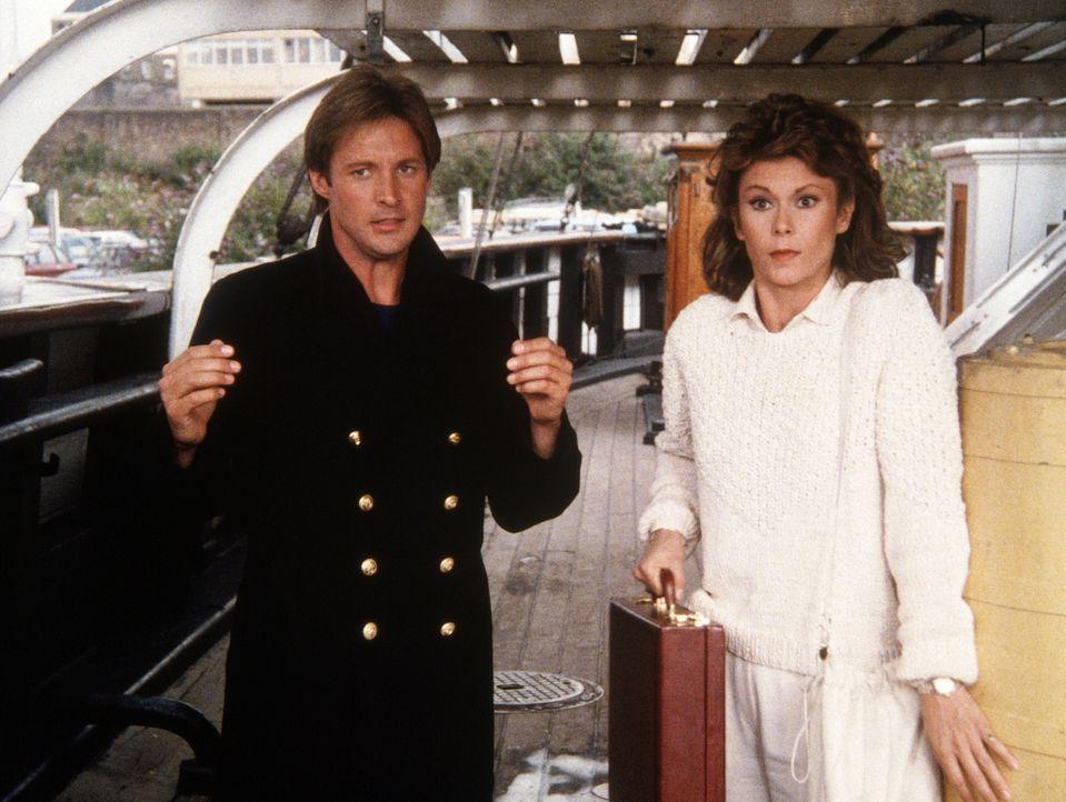 Eine heikle Situation für Lee (Bruce Boxleitner, l.) und Amanda (Kate Jackson). - Bildquelle: CBS Television
